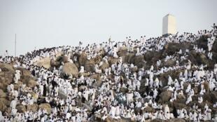 وقفة الحجيج على جبل عرفات.. من شعائر الحج في الإسلام
