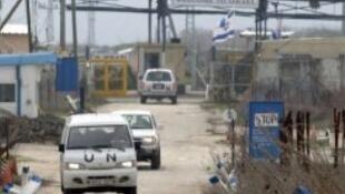 عربات تابعة للأمم المتحدة على الحدود السورية الإسرائيلية في الجولان