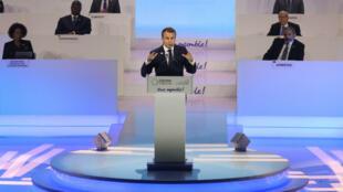 Emmanuel Macron s'exprime lors du sommet de la Francophonie, le 11 octobre 2018 à Erevan.