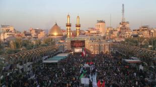 تجمع الزوار لإحياء ذكرى الأربعين في مدينة كربلاء العراقية في 7 تشرين الأول/أكتوبر 2020