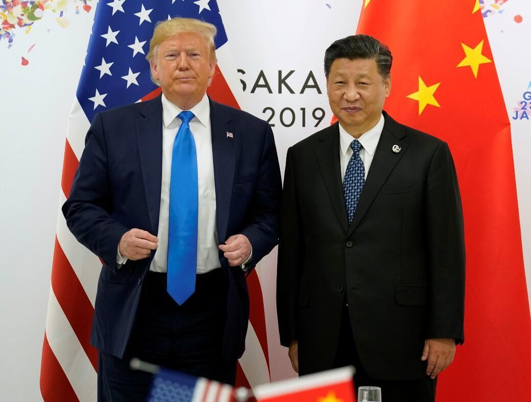 Archivo- El presidente de Estados Unidos, Donald Trump, y el presidente de China, Xi Jinping, posan para una foto antes de su reunión bilateral durante la cumbre de líderes del G20 en Osaka, Japón, el 29 de junio de 2019.
