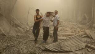 حي الكلاسة بحلب بعد قصف لقوات النظام السوري في 28 نيسان/أبريل 2016