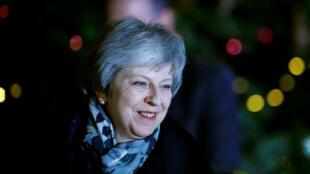 La primera ministra británica, Theresa May, durante su pronunciamiento luego del voto de confianza de los miembros del Parlamento del Partido Conservador en Londres, Gran Bretaña, el 12 de diciembre de 2018.