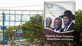 Une affiche vante la réconciliation entre le président Salava Kiir et le vice-président Riek Machar dans les rues de Juba, la capitale du Soudan du Sud, le 14 avril 2016.