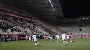 A maximum 1,000 spectators were allowed into the 20,000-capacity Stade Jean-Bouin