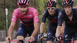 Geraint Thomas (C) is making his first Giro d'Italia appearance since 2017