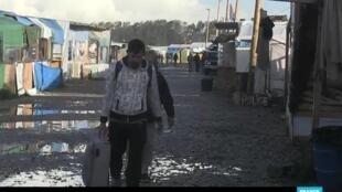 خمسة آلاف مهاجر قبلوا الرحيل من كاليه