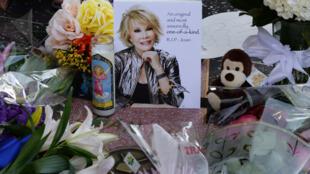 Des centaines de fans ont rendu hommage à Joan Rivers sur le célèbre Walk of Fame d'Hollywood.