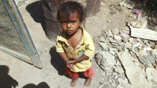 Un enfant yéménite photographié dans un bidonville de Sanaa, le 12 mars 2016 (archives).