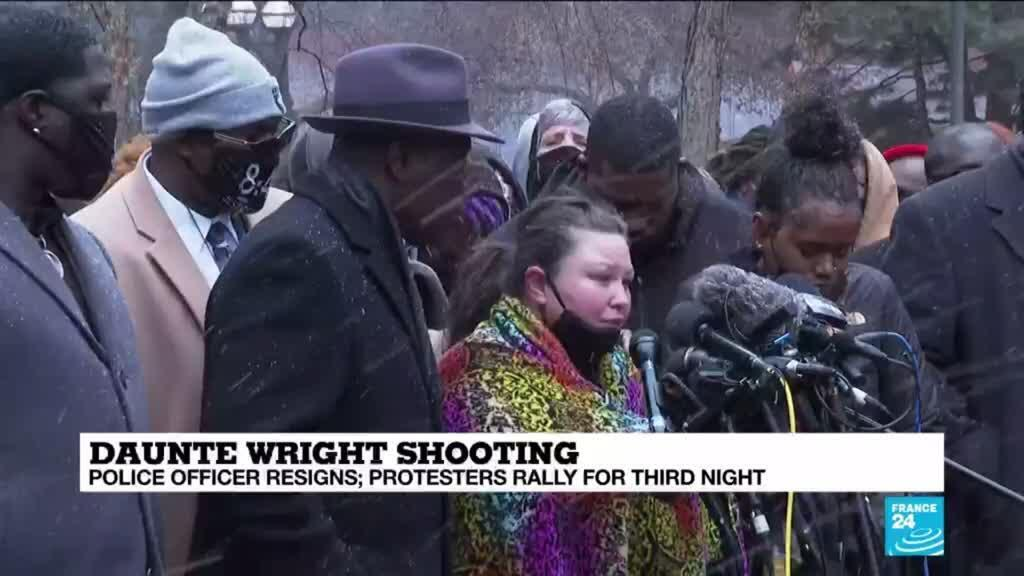 2021-04-14 10:10 Daunte Wright shooting: police officer resigns, protestors rally for third night