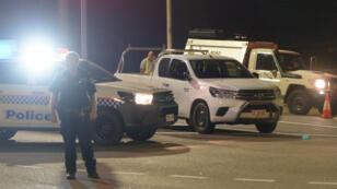 Vehículos policiales en el lugar donde se ha producido un tiroteo en Darwin, Australia. 4 de junio.