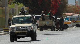 Des soldats yéménites près du palais présidentiel à Sanaa, le 19 janvier 2015.