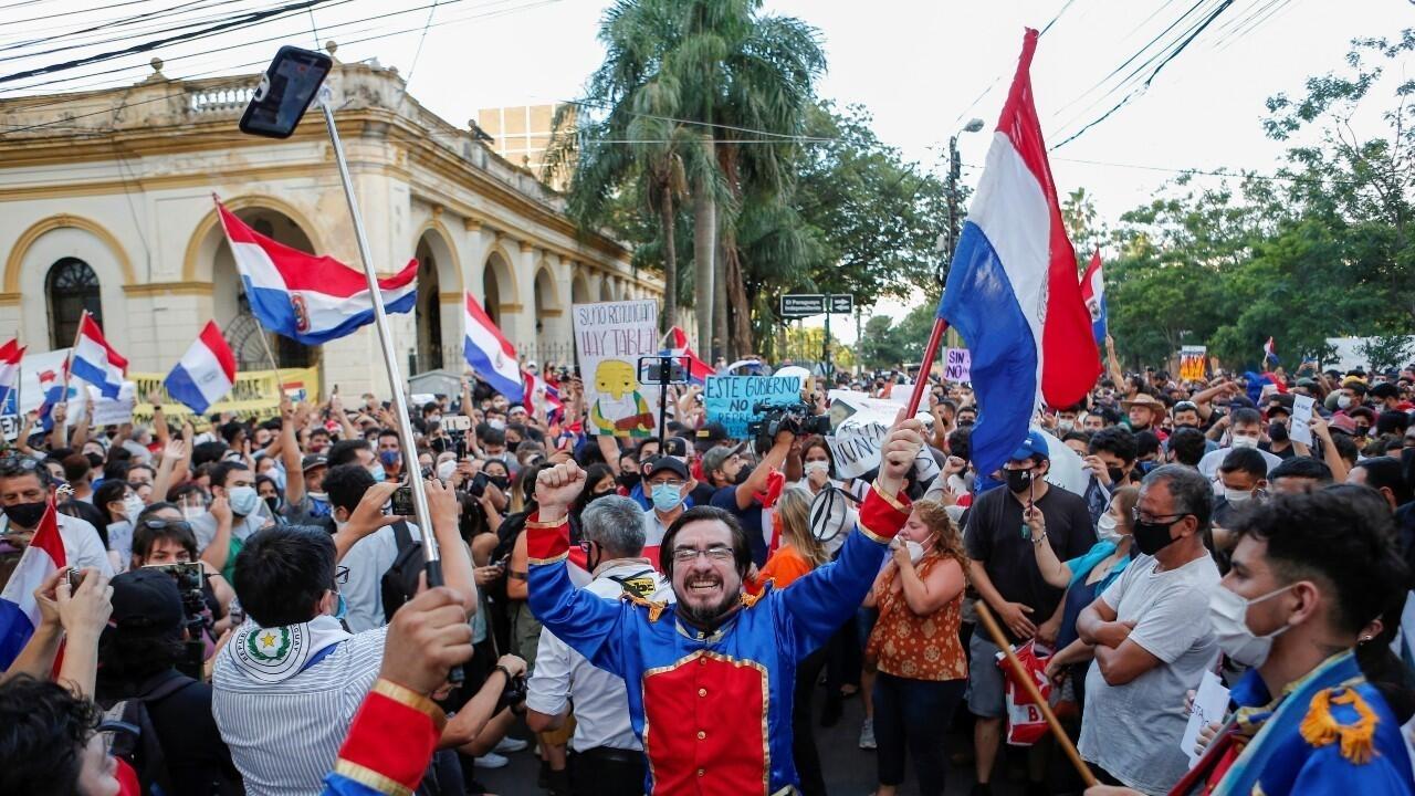 Protestas en Paraguay por el manejo de la pandemia fuerzan cambios en el Gobierno