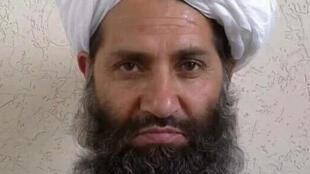 صورة لا تاريخ عليها نشرتها طالبان الأفغانية في 25 أيار/مايو 2016 تظهر على بحسب الحركة الملا هيبة الله أخوند زاده