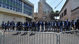 La policía antidisturbios custodia el edificio del Congreso hondureño en Tegucigalpa, el 1º de mayo de 2019
