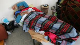 Fatouma, 38 ans, durant sa grève de la faim à Arcueil, le 8 avril 2016.