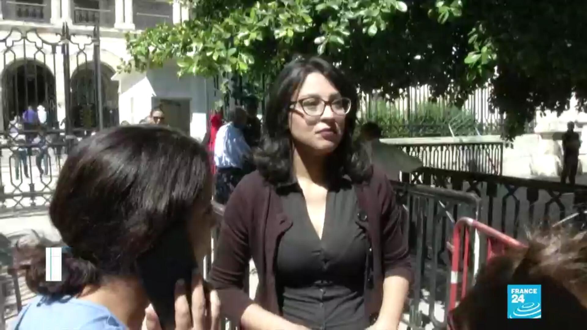 La blogueuse tunisienne Emna Chargui est jugée à Tunis, le 2 juillet 2020, pour avoir relayé un texte détournant une sourate du Coran pour faire de la prévention anti coronovirus.