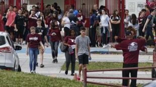 Les lycéens de Parkland ont repris l'école, mercredi 28 février 2018, deux semaines après la fusillade où 17 personnes ont été tuées.