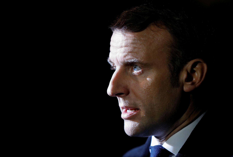 El presidente de Francia, Emmanuel Macron, habla con los medios de comunicación cuando abandona Downing Street antes de la cumbre de la OTAN en Watford, en Londres, Gran Bretaña, el 3 de diciembre de 2019.