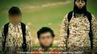 """صورة من الفيديو الدعائي لتنظيم """"الدولة الإسلامية"""""""