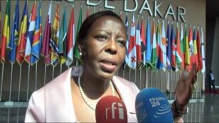 Louise Mushikiwabo, la ministre des Affaires étrangères du Rwanda, au micro de Jean-Karim Fall, envoyé spécial de France 24 pour le sommet de la Francophonie de Dakar.