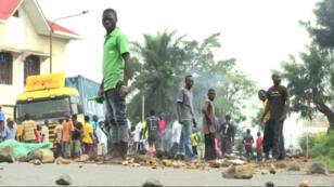 Alors que les manifestations se poursuivent à Bujumbura, au moins deux personnes ont été tuées jeudi 21 mai 2015.