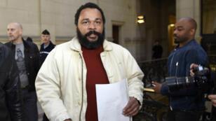 Dieudonné lors du procès d'Alain Soral au palais de justice de Paris, le 12 mars 2015.