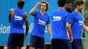 Le Français Antoine Griezmann à l'entraînement avec ses nouveaux coéquipiers du FC Barcelone, le 17 juillet 2019 à Sant Joan Despi