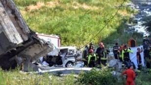 انهيار جسر معلق للسيارات في مدينة جنوى شمال غرب إيطاليا الثلاثاء 14 آب/أغسطس