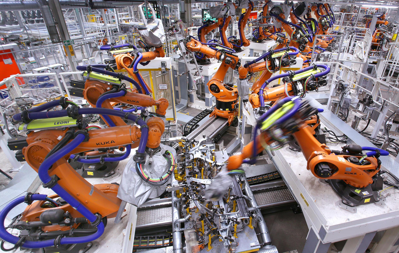 Deutschlands wichtigster Automobilsektor leidet unter einem Mangel an Halbleitern, einem Bestandteil von konventionellen und Elektrofahrzeugen