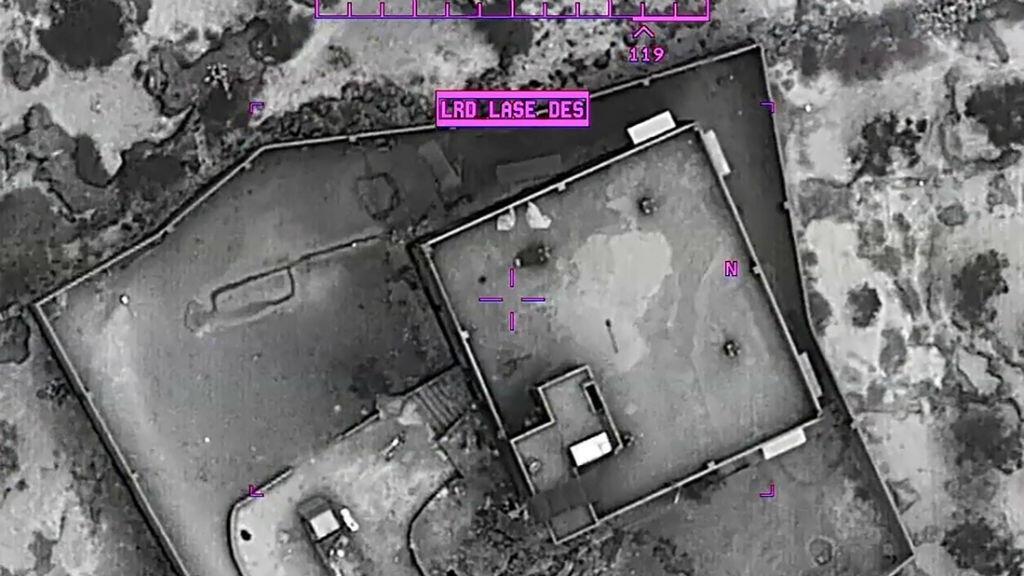 Captura de video de imágenes nocturnas del complejo del líder del Estado Islámico, Abu Bakr al Baghdadi, momentos antes de un ataque aéreo donde perdió la vida, en la región de Idlib, Siria, el 26 de octubre de 2019.