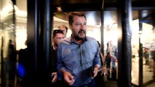 Matteo Salvini sortant d'un hôtel dans le centre de Rome, après une réunion de la Ligue, le 12août2019.
