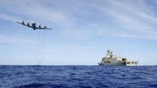La Royal Air Force australienne menant des recherches, le 4 avril 2014.