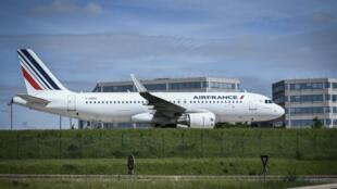 Un avion de la compagnie Air France, sur le tarmac de l'aéroport Charles de Gaulle, le 24 avril 2018.
