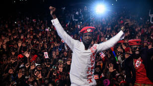 L'opposant Robert Kyagulanyi, alias Bobi Wine, lors d'un concert à Busabala, le 10 novembre 2018.