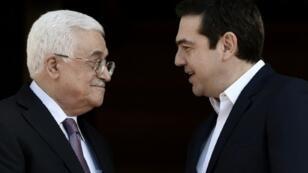 رئيس الوزراء اليوناني ألكسيس تسيبراس يستقبل الرئيس الفلسطيني محمود عباس في أثينا 21 ديسمبر 2015