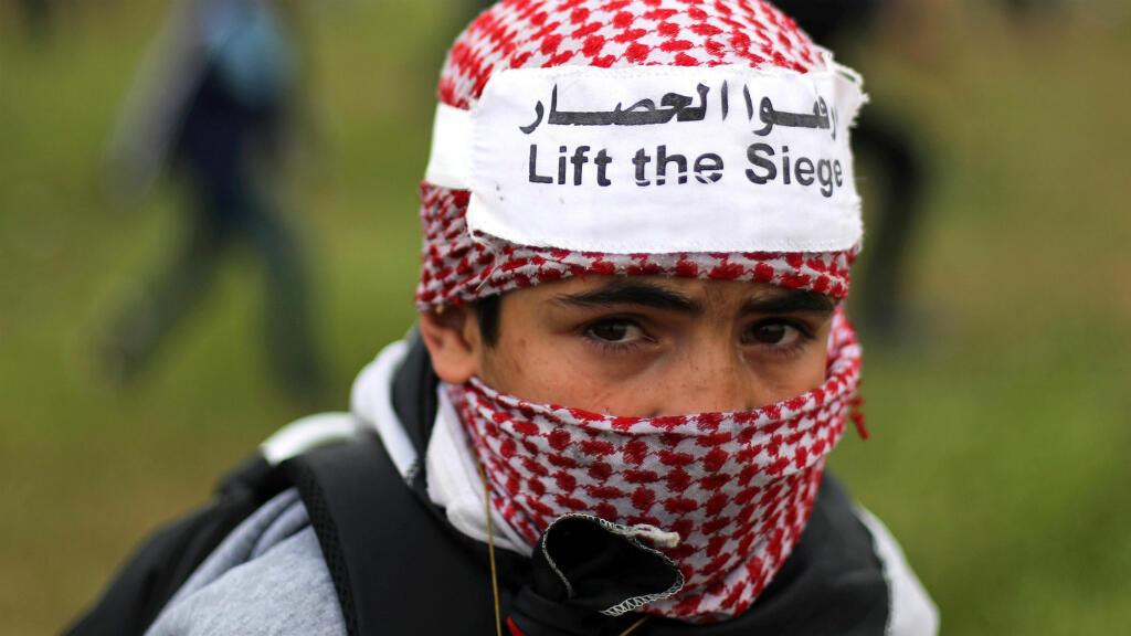Para muchos palestinos, la movilización en la 'Marcha del Retorno' hace parte de su identidad. Por eso muchos niños participan con el consentimiento de sus padres. Esta imagen fue tomada el 30 de marzo de 2019 al este de la Ciudad de Gaza.