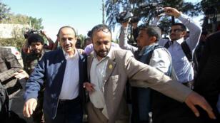 Un membre de la délégation de rebelles Houthis, photographié avant son départ pour la Suède.