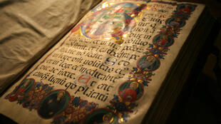Une page d'un manuscrit rare de la Boston Public Library.