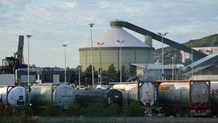 Une semaine après l'incendie, des fumées s'échappent toujours du site de l'usine Lubrizol.