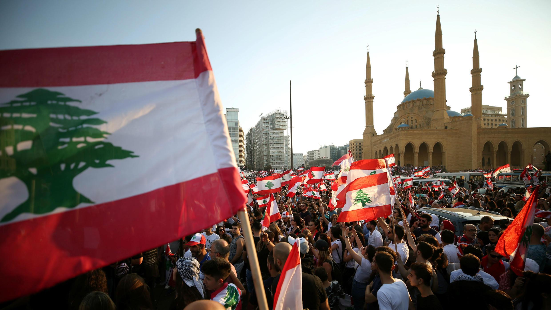 Es el cuarto día de protestas contra el Gobierno en el centro de Beirut, Líbano, el 20 de octubre de 2019.