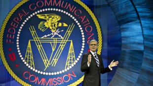 """Depuis plusieurs mois, Tom Wheeler, président de la FCC, appele les grands noms des télécoms à lutter contre le """"fléau"""" des arnaques des appels automatiques."""