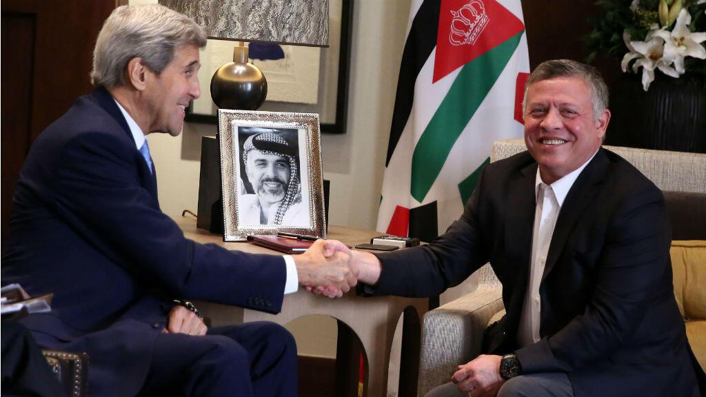 - الملك عبدالله الثاني مستقبلا كيري في عمان في 24 تشرين الأول/أكتوبر 2015