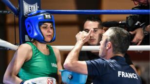 La boxeuse Sadaf Khadem lors de son combat, le 13 avril 2019, à Royan.