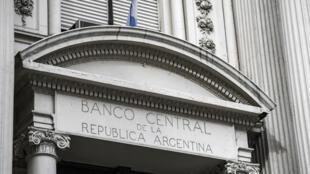 Fachada del Banco Central de Argentina, el 30 de agosto de 2019 en Buenos Aires