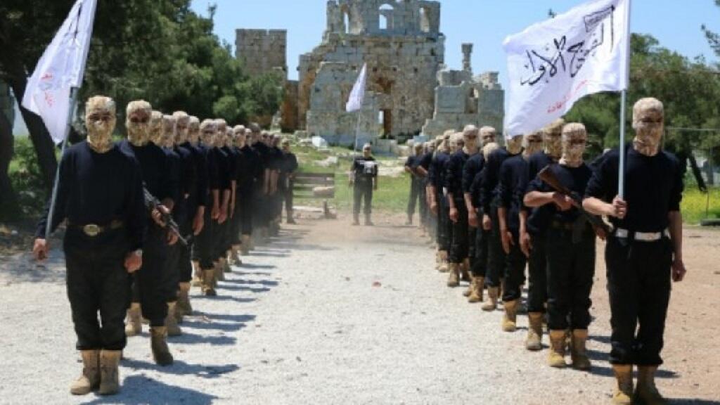 """عناصر من """"الجيش الحر"""" يتدربون بمدينة حلب في 4 أيار/مايو 2015"""
