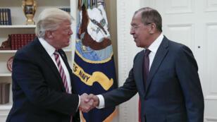 Donald Trump a reçu le ministre russe des Affaires étrangères Sergueï Lavrov à la Maison Blanche le 10 mai.