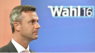 Le candidat du FPÖ, Norbert Hofer, arrivé largement en tête de la présidentielle autrichienne, le 24 avril 2016.