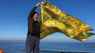 L'artiste chinois Ai Weiwei s'est rendu sur l'île de Lesbos en Grèce pour apporter son soutien aux migrants.