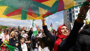 Célébration de Newroz, le nouvel an kurde, le 22 mars 2015 à Ankara. Cette fête est célébrée dans la majorité des lieux de la diaspora kurde à travers le monde.